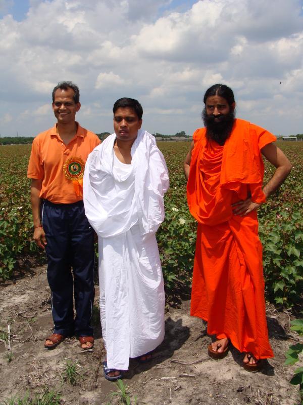 Shekhar Agrawalji, Acharya Balkrishanji and Swami Ramdevji at the Houston Center Land