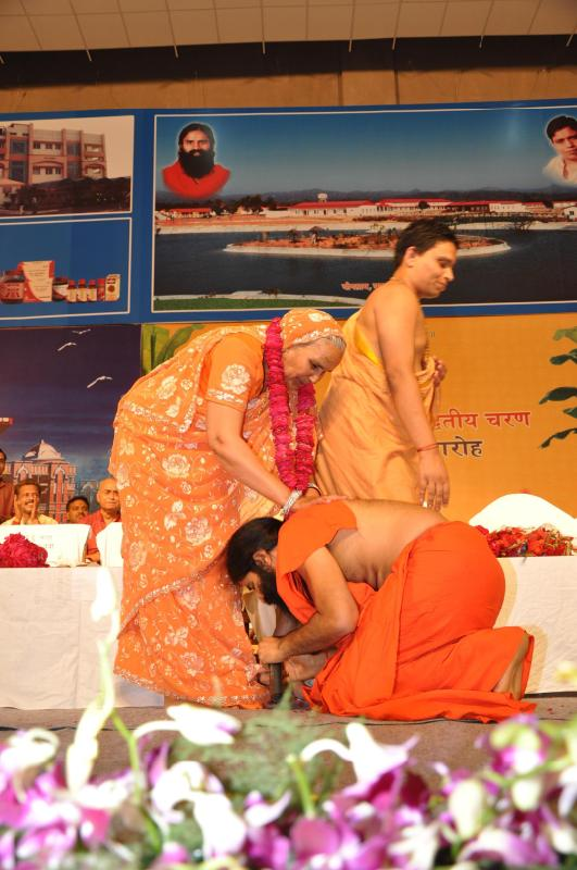 Swamiji paying respects to Mataji