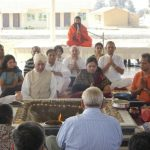 Swami Ramdevji and the NRI group performing the Agnihotra